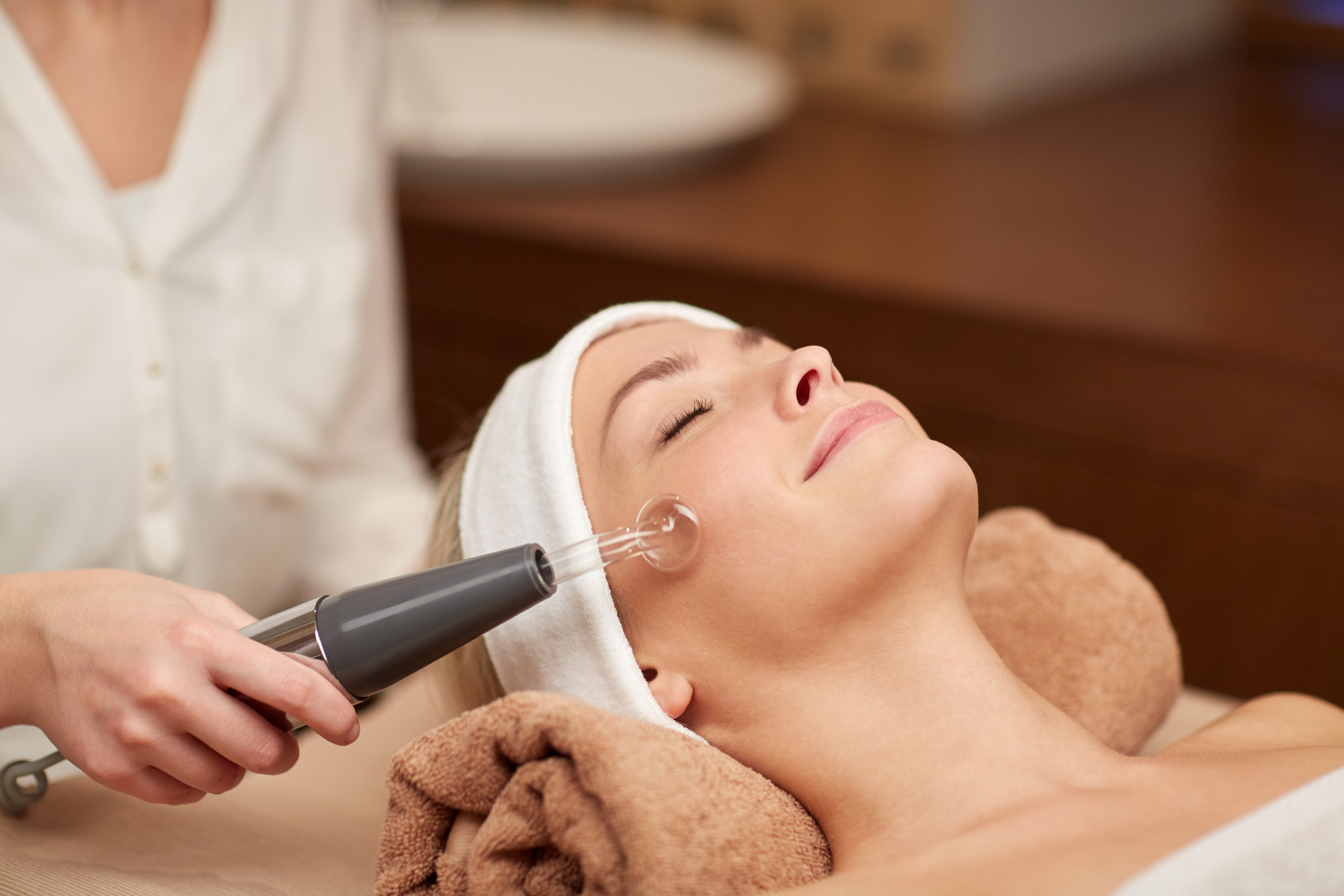 Electrical Facials – The Future of Wrinkle Free Skin?